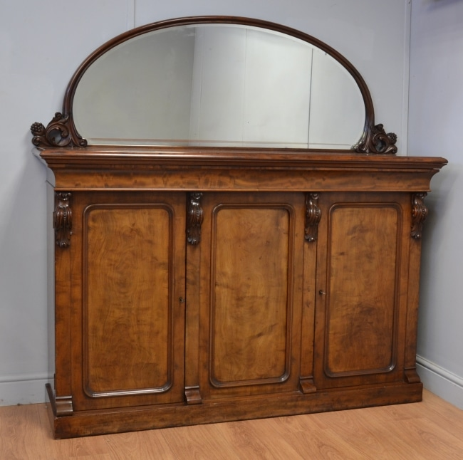 Superb Quality Mahogany Mirrored Back Antique Sideboard – by R Robson of Newcastle.