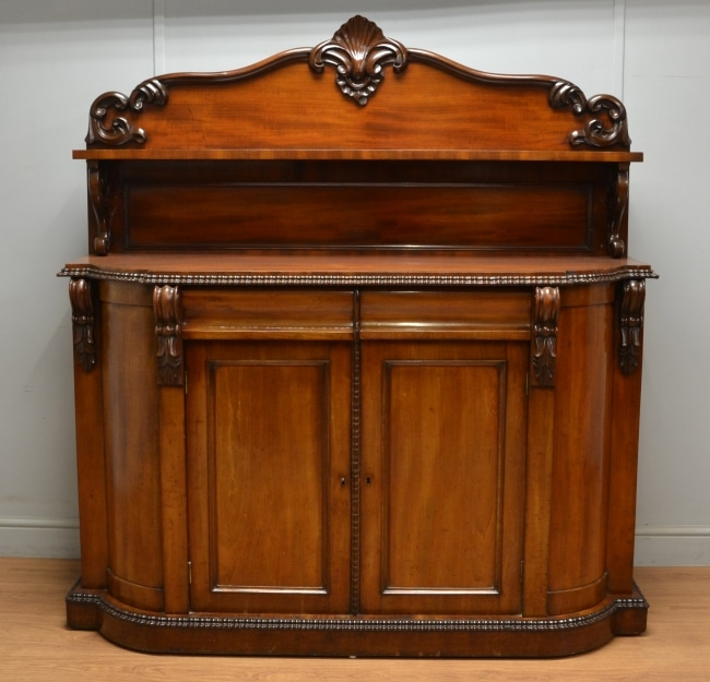 Quality Antique Decorative Victorian Mahogany Sideboard / Chiffonier.