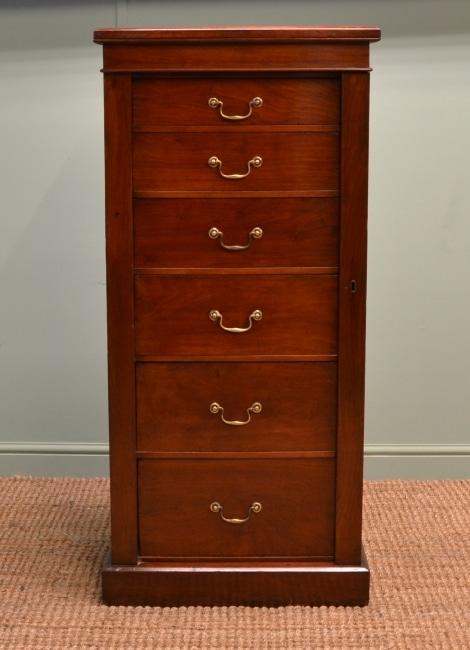 Classic Wellington chest
