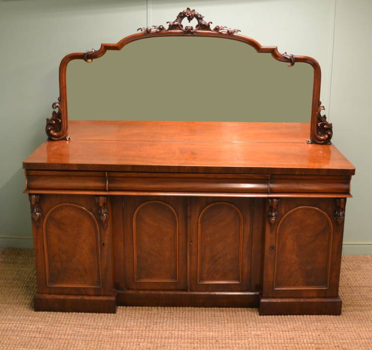 Large Quality Mahogany Victorian Mirrored Back Antique Sideboard.