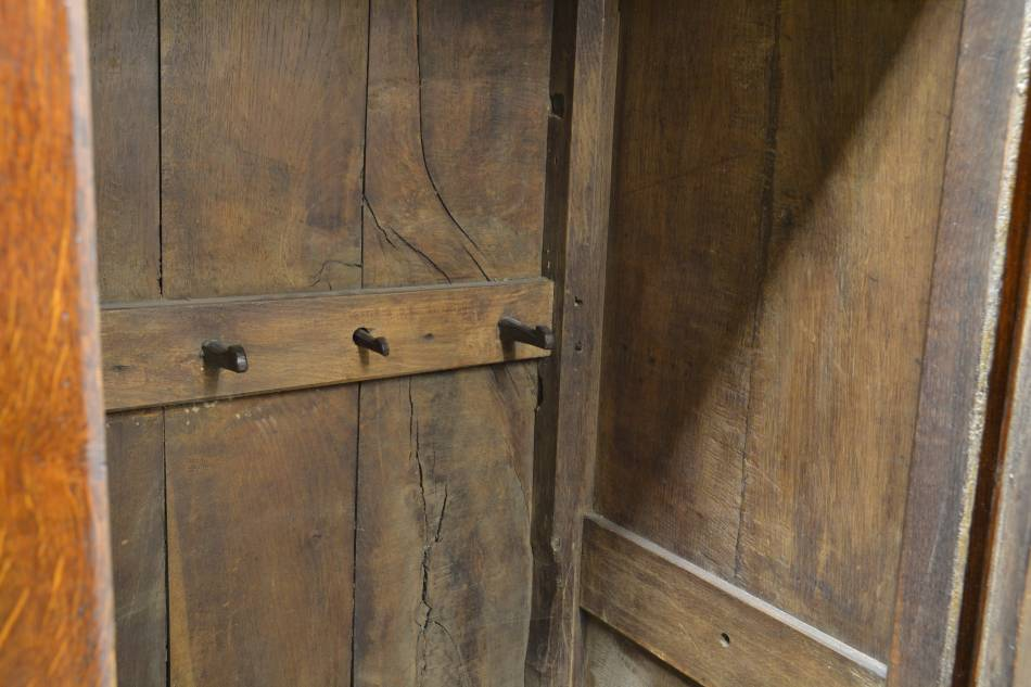 Georgian Period Antique Oak Livery Cupboard / Harness Cupboard.