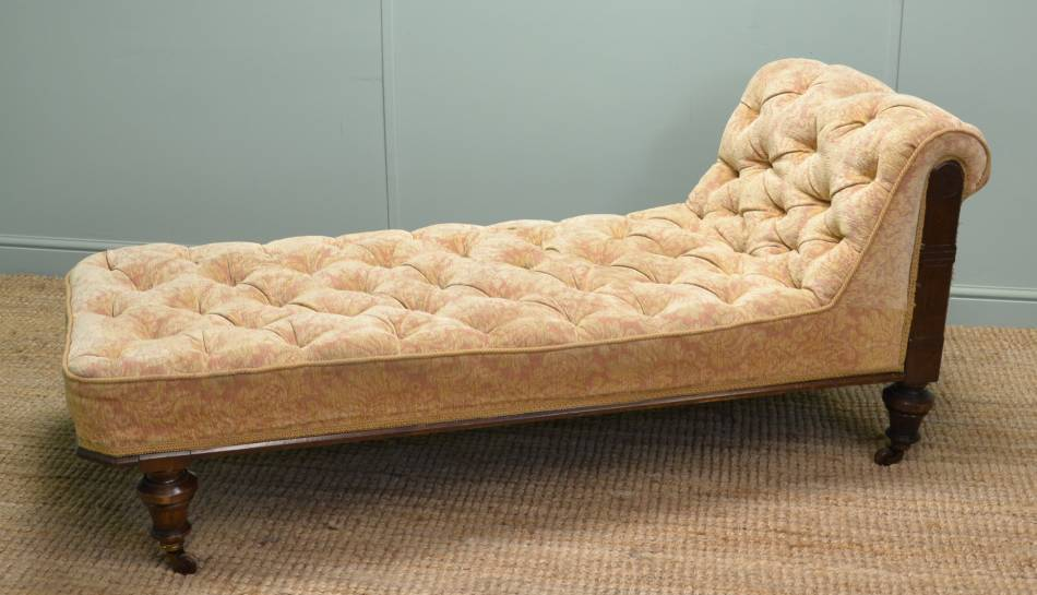 Victorian Walnut Antique Day Bed / Chaise Longue.