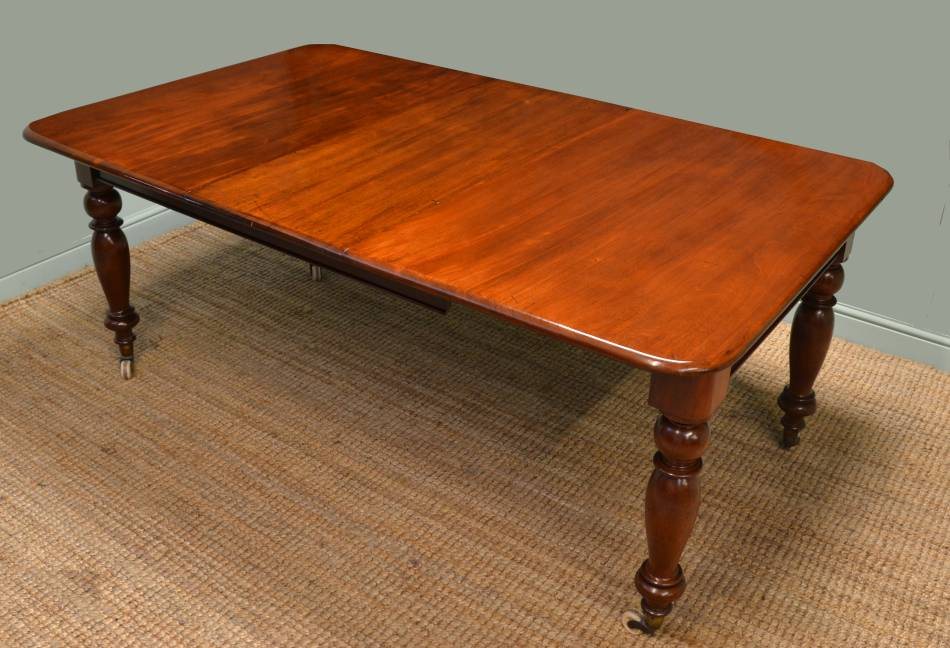 Victorian Mahogany antique Table.