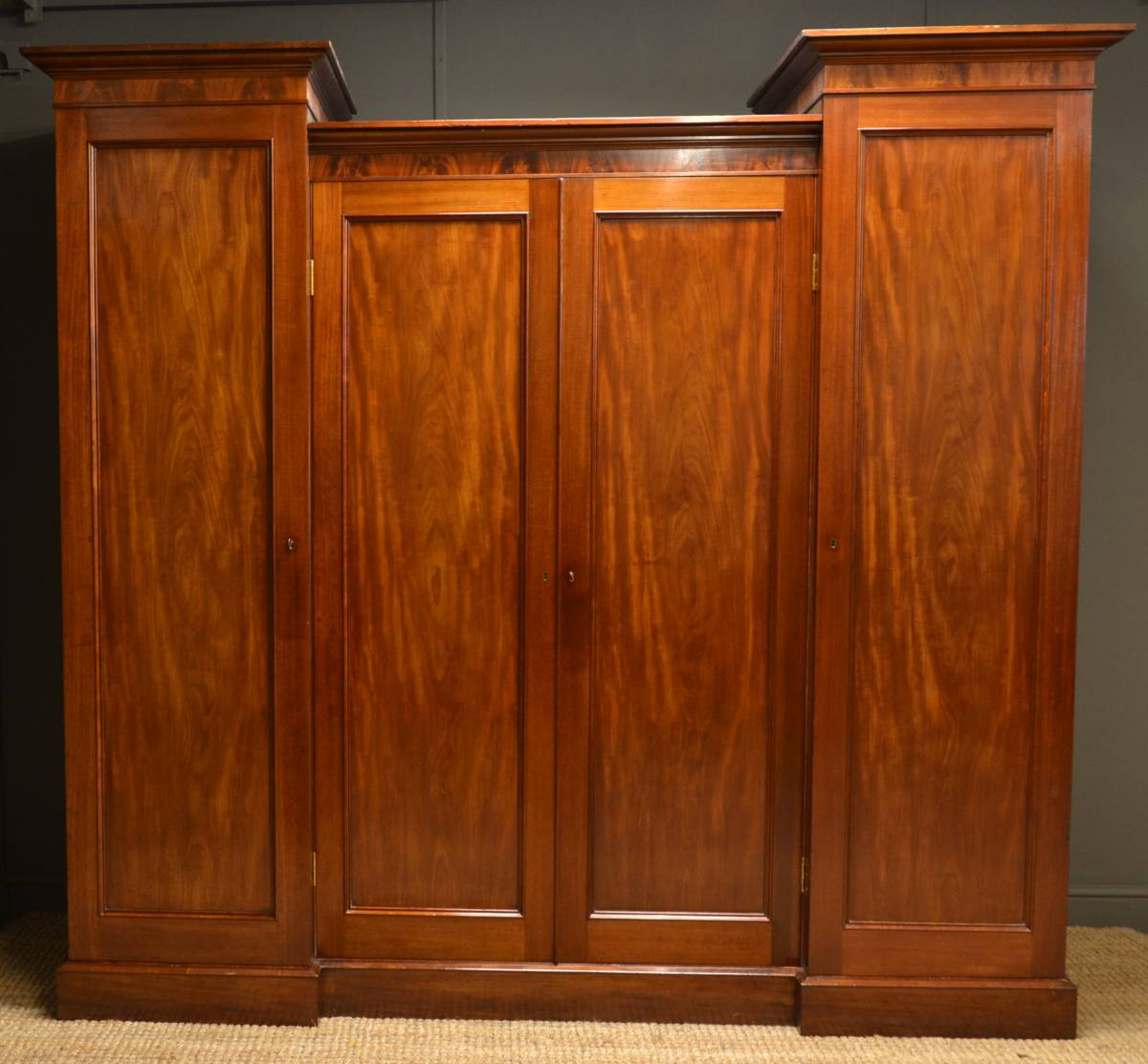 Superb Quality, William IV Mahogany Antique Wardrobe.