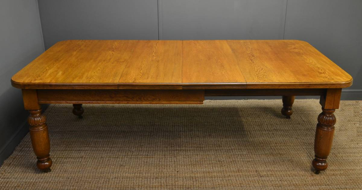 Quality Antique Victorian Oak Wind Out Extending Dining Table.