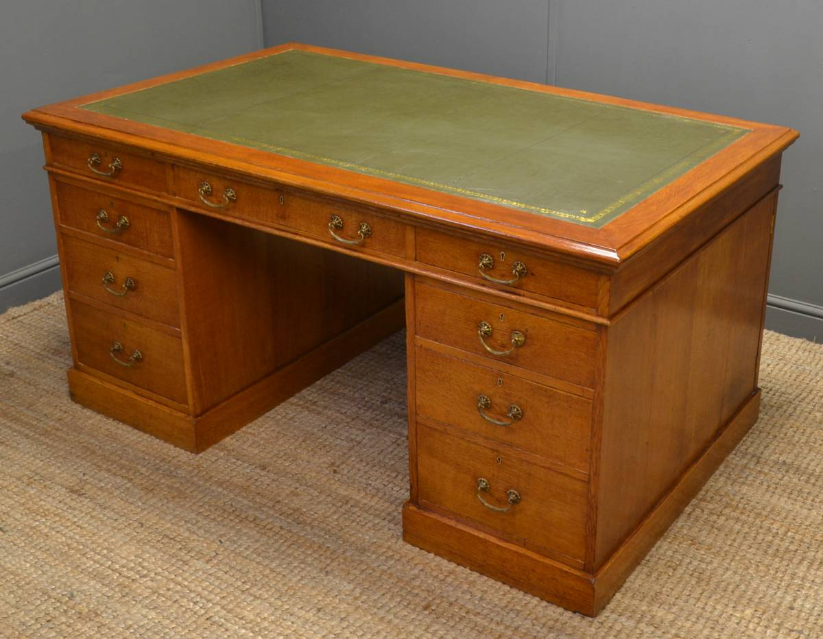 Stunning Quality Antique Scottish Victorian Oak Partners Desk.