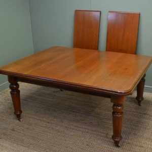 Mellow Mahogany Victorian Antique Extending Dining Table.