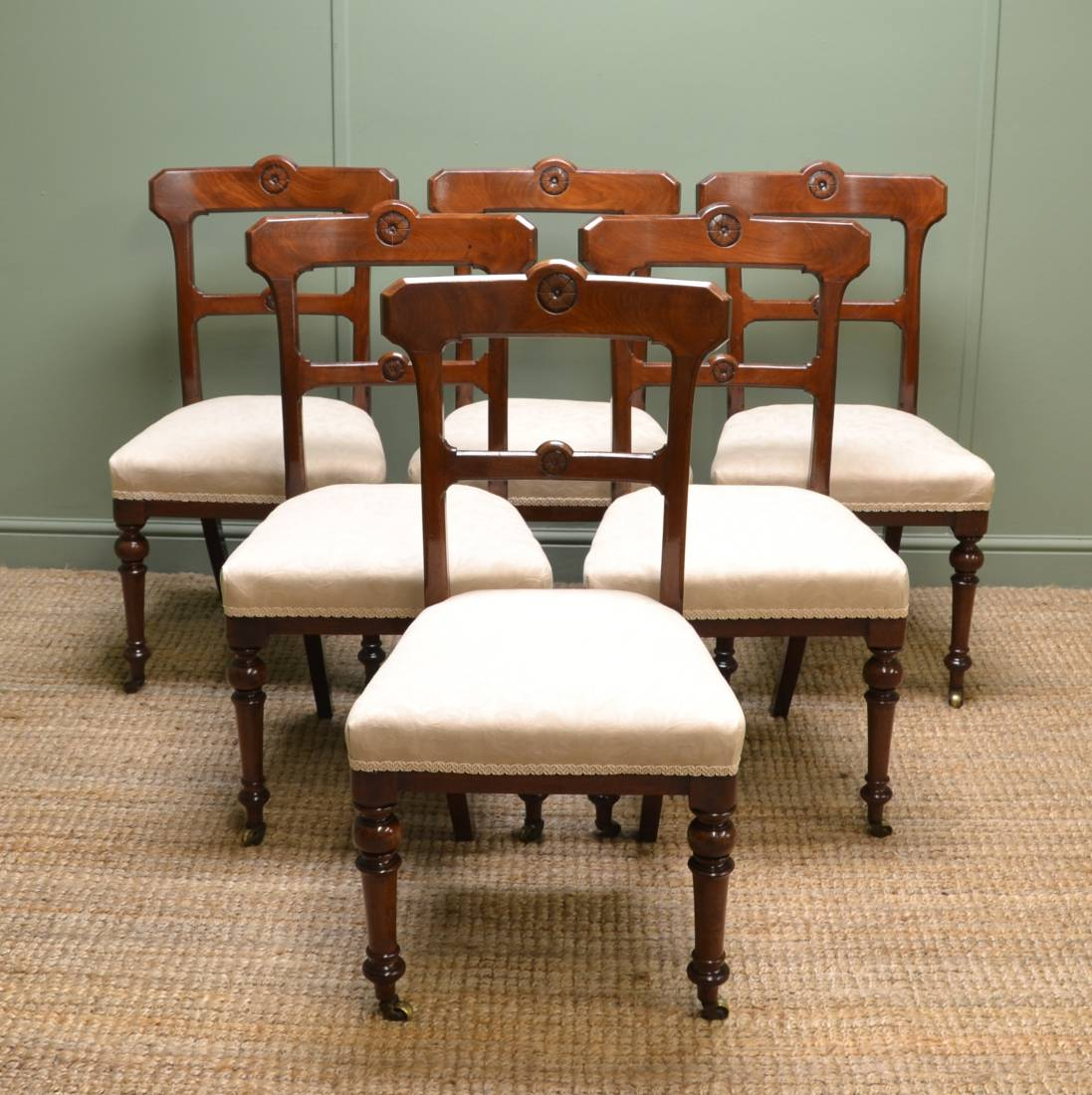 et of Six Victorian Walnut Antique Dining Chairs