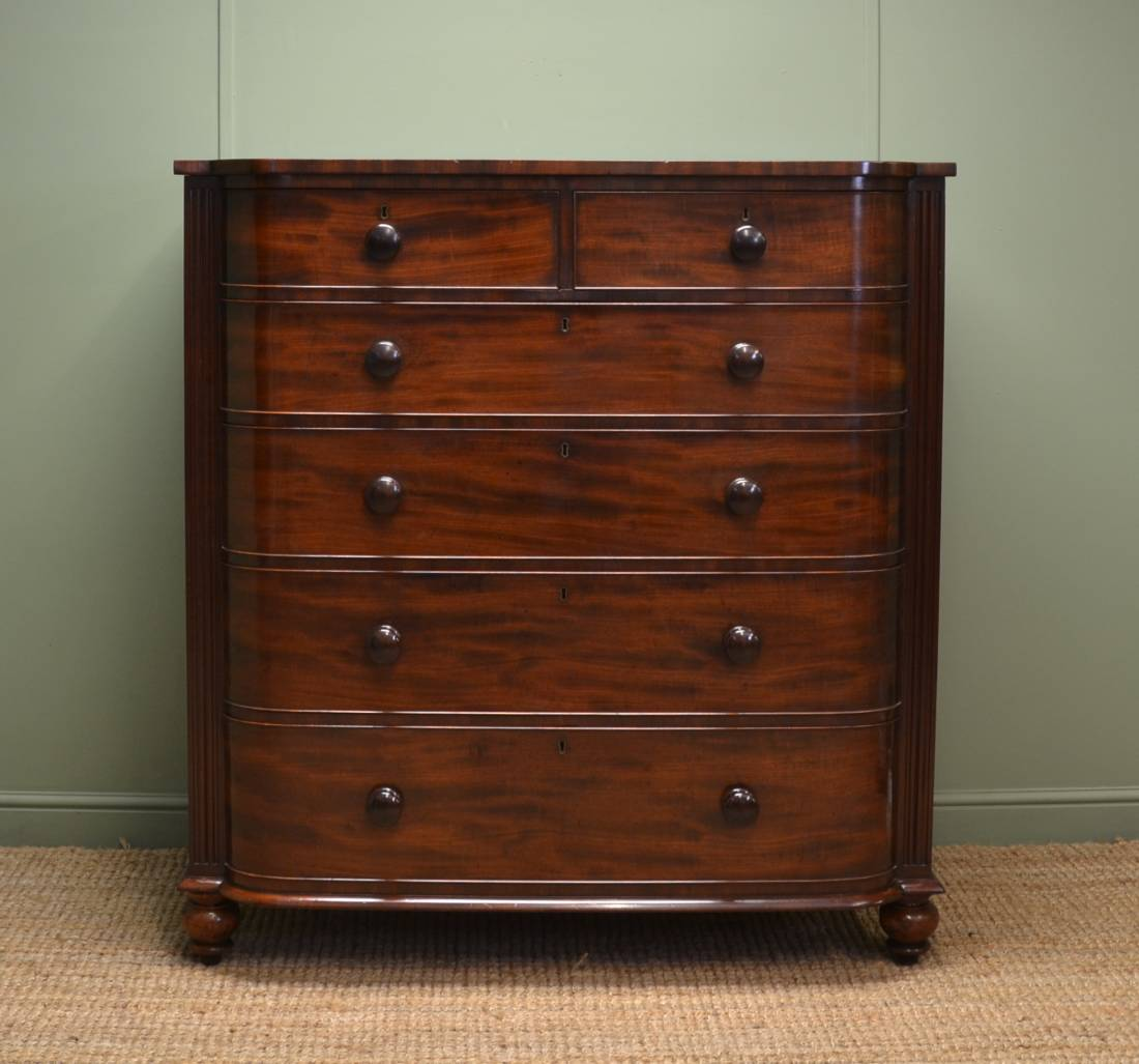 Large Antique Bow Fronted Mahogany Victorian Chest of Drawers.