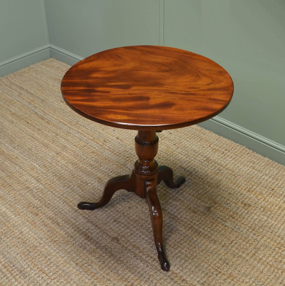 Fine Quality, Regency Antique Solid Mahogany Circular Occasional / Wine Table.