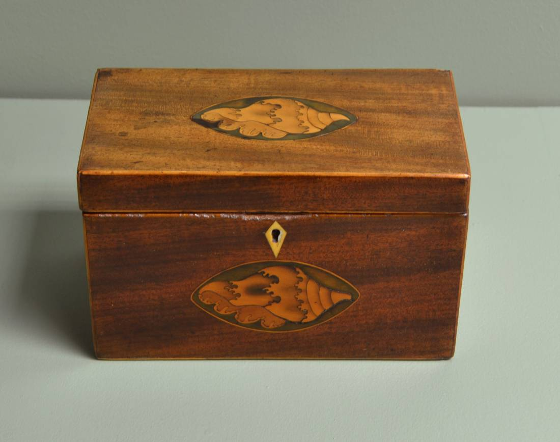 Small Inlaid Georgian Mahogany Antique Tea Caddy / Jewellery Box