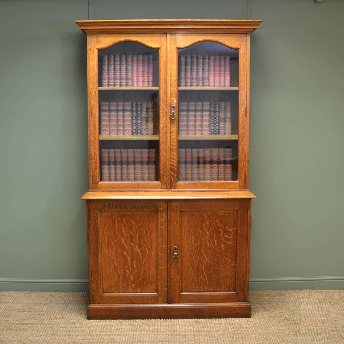 Superb Quality Gillows Antique Solid Oak Bookcase / Cupboard