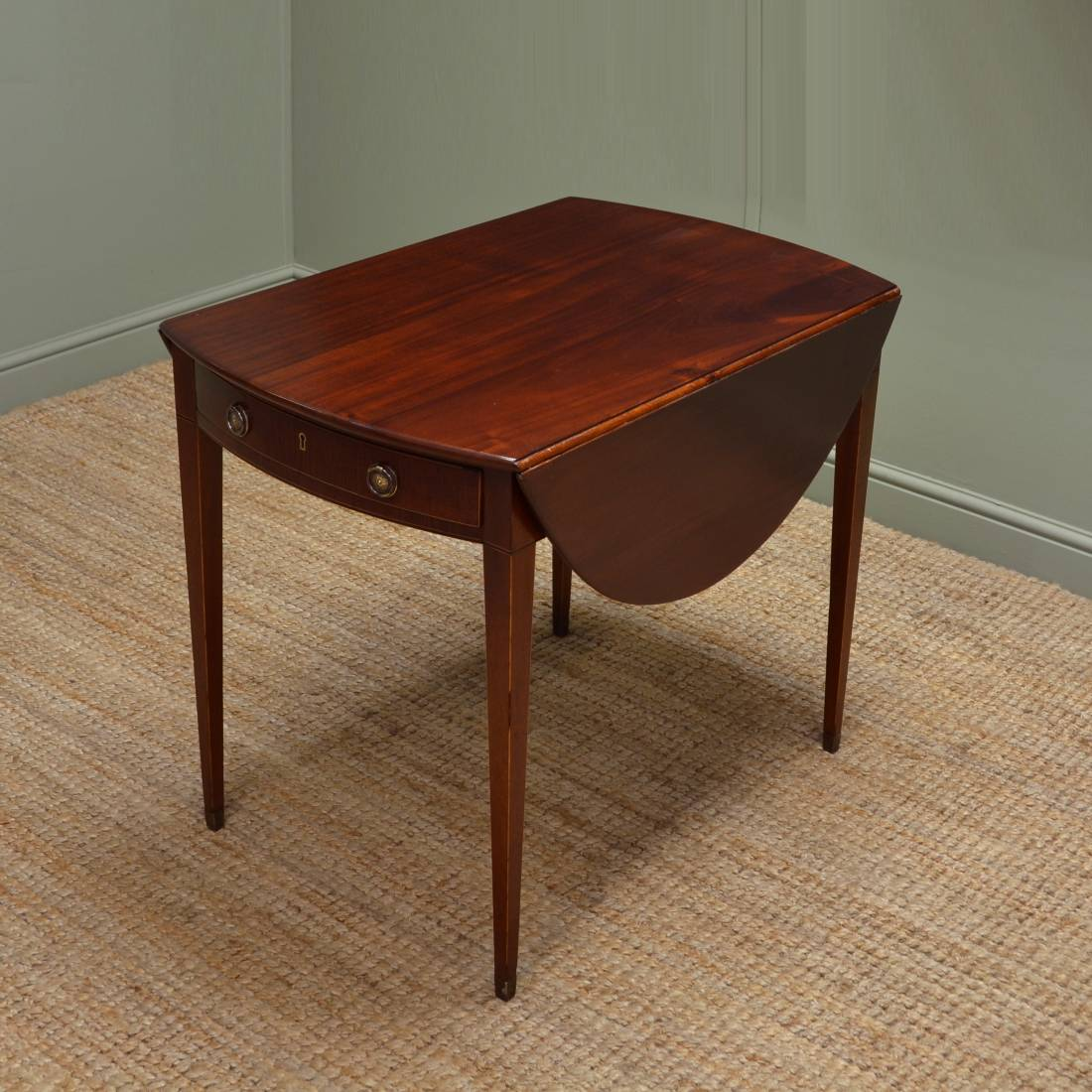 Fine regency small mahogany drop leaf dining table for Small dining table with leaf