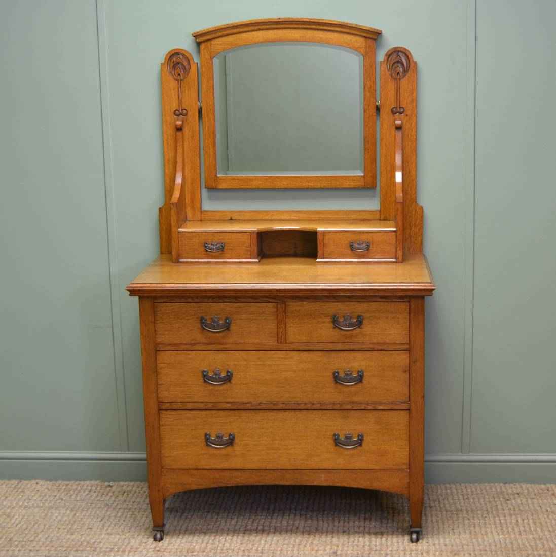 Quality solid oak victorian arts and crafts antique for Dressing table