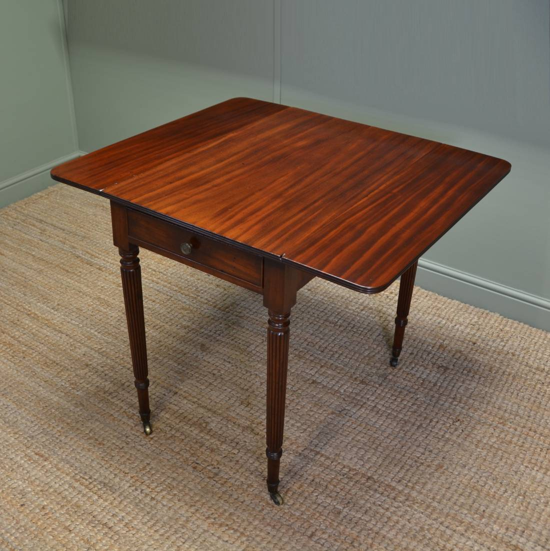 Fine regency gillows small drop leaf mahogany dining table for Compact dining table