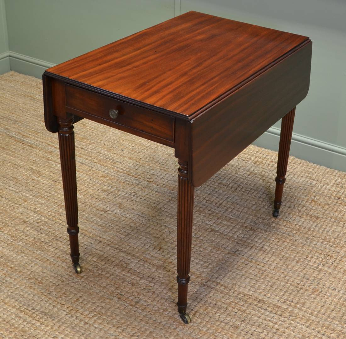 Fine regency gillows small drop leaf mahogany dining table for Drop leaf dining table