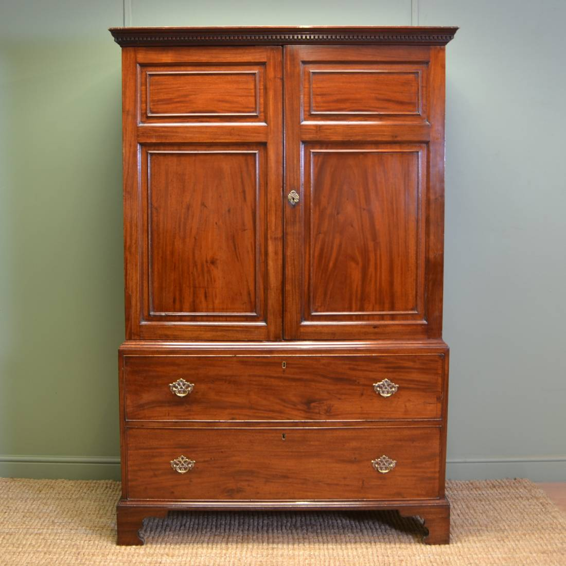 Quality georgian antique mahogany linen press antiques world for Linen press