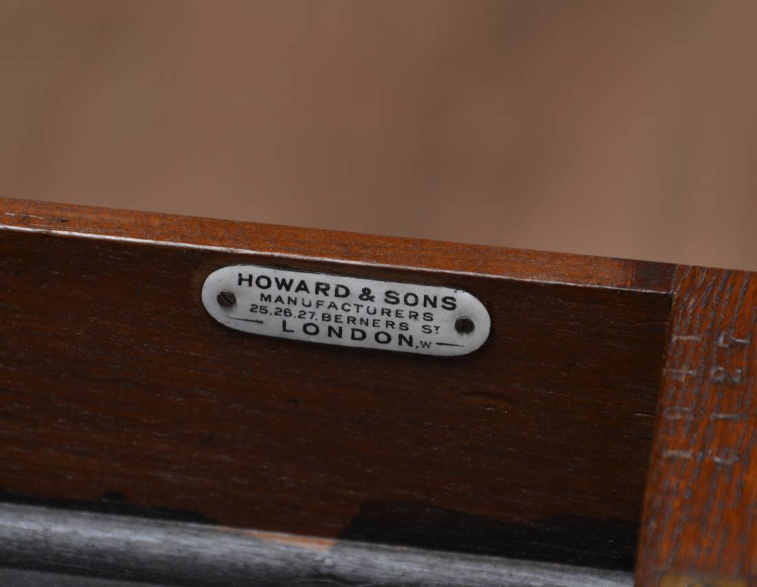 Howard And Sons Superb Quality Victorian Oak Antique Desk