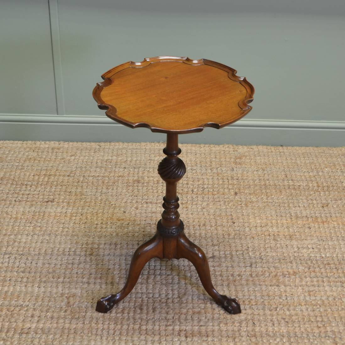 Small Waring And Gillows Antique Walnut Decorative Occasional Table
