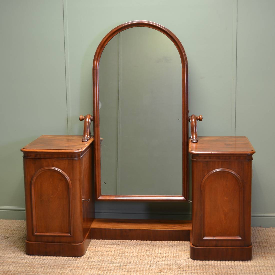 Elegant Victorian Cheval Mahogany Dressing Table