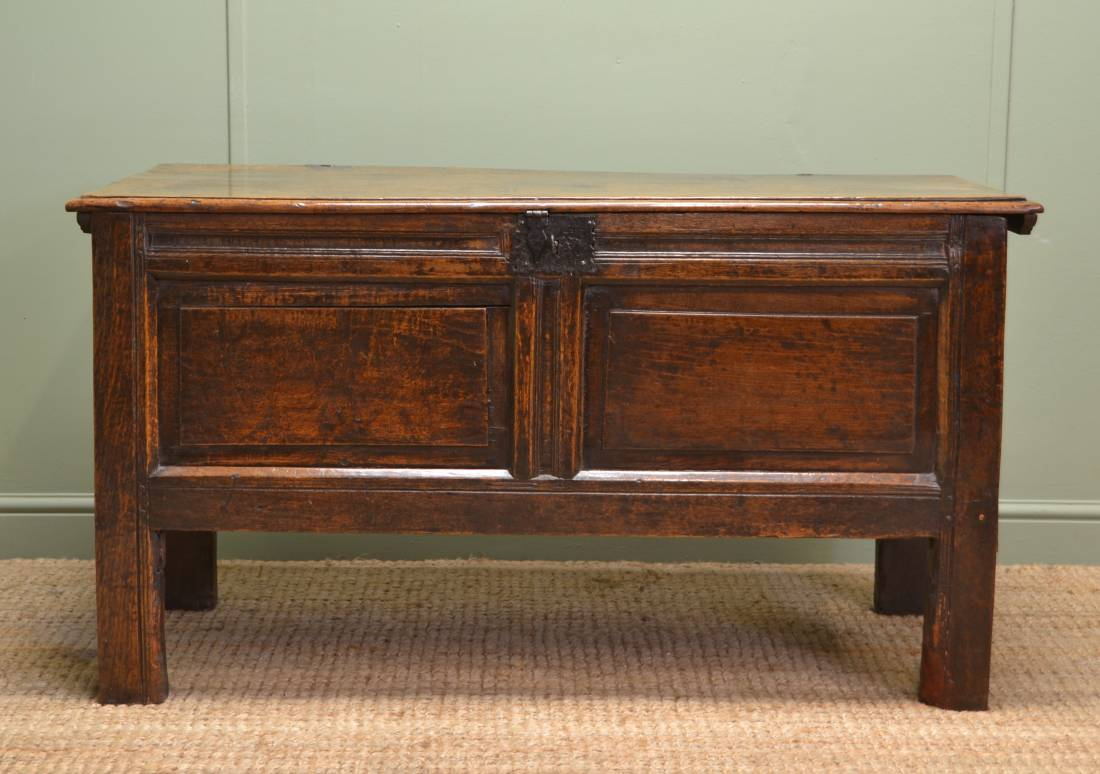Early 18th Century Beautifully Figured Period Oak Antique Coffer.
