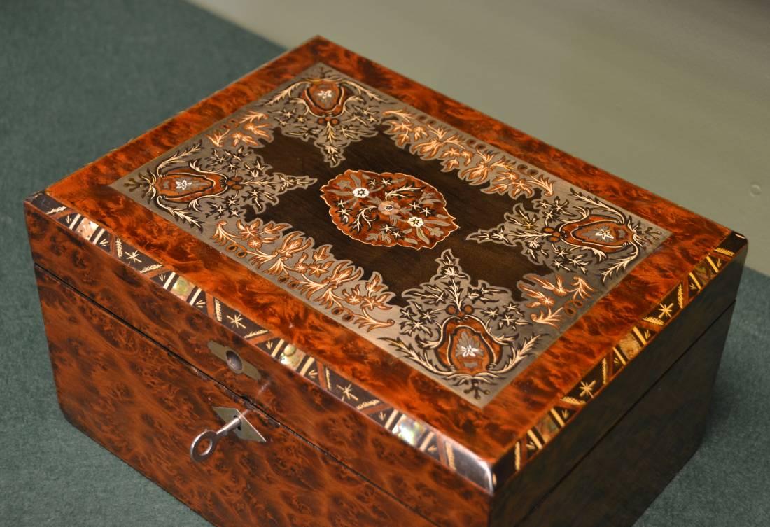 Spectacular Birds Eye Maple Brass Inlaid Antique Victorian Work Box