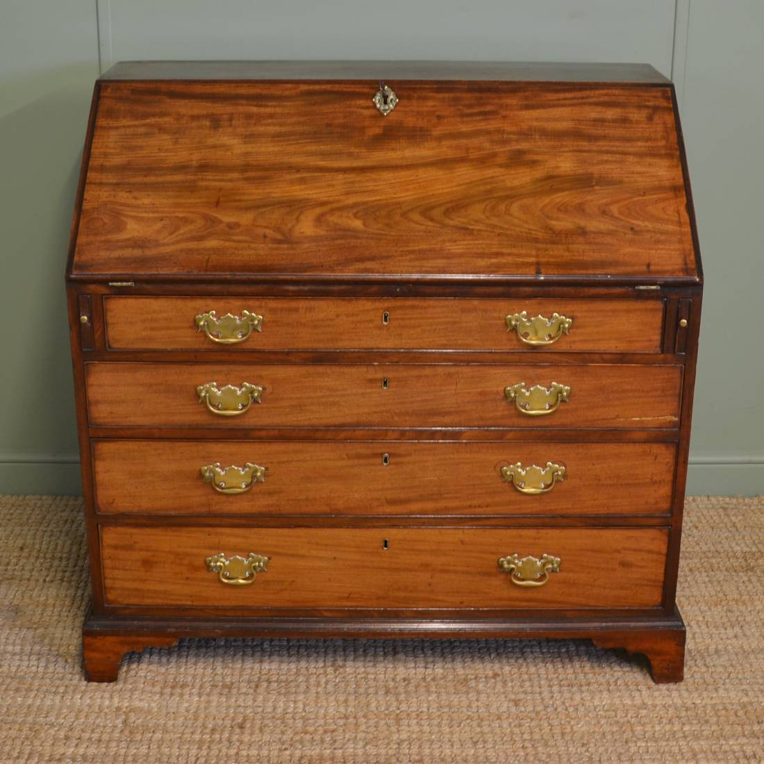 Quality georgian mahogany antique bureau antiques world for Bureau antique