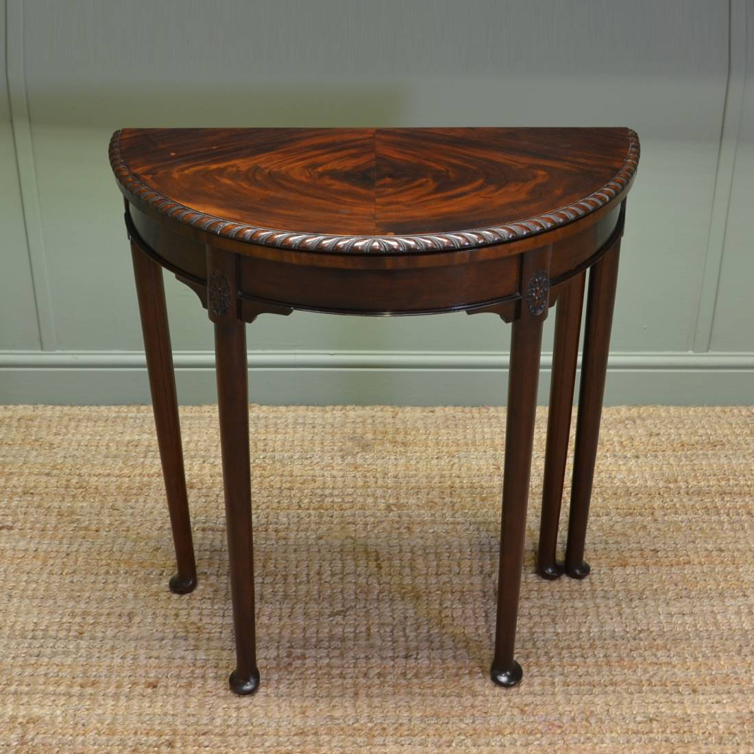 Elegant small edwardian antique d end games side table for Petite table rabattable