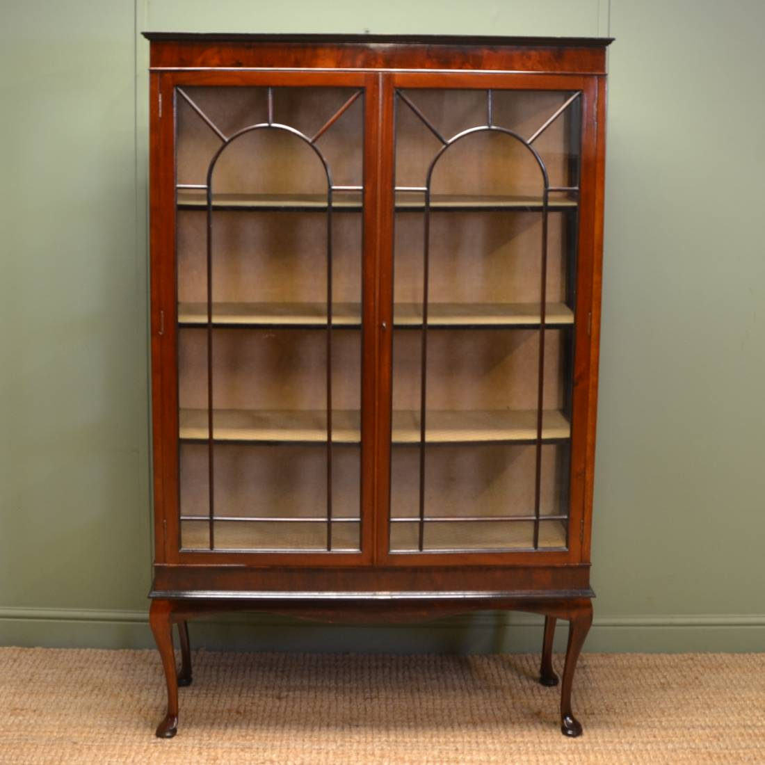 Elegant edwardian antique mahogany display cabinet for Antique display cabinet