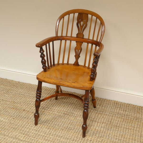 Fine Country Georgian Antique Yew Windsor Chair