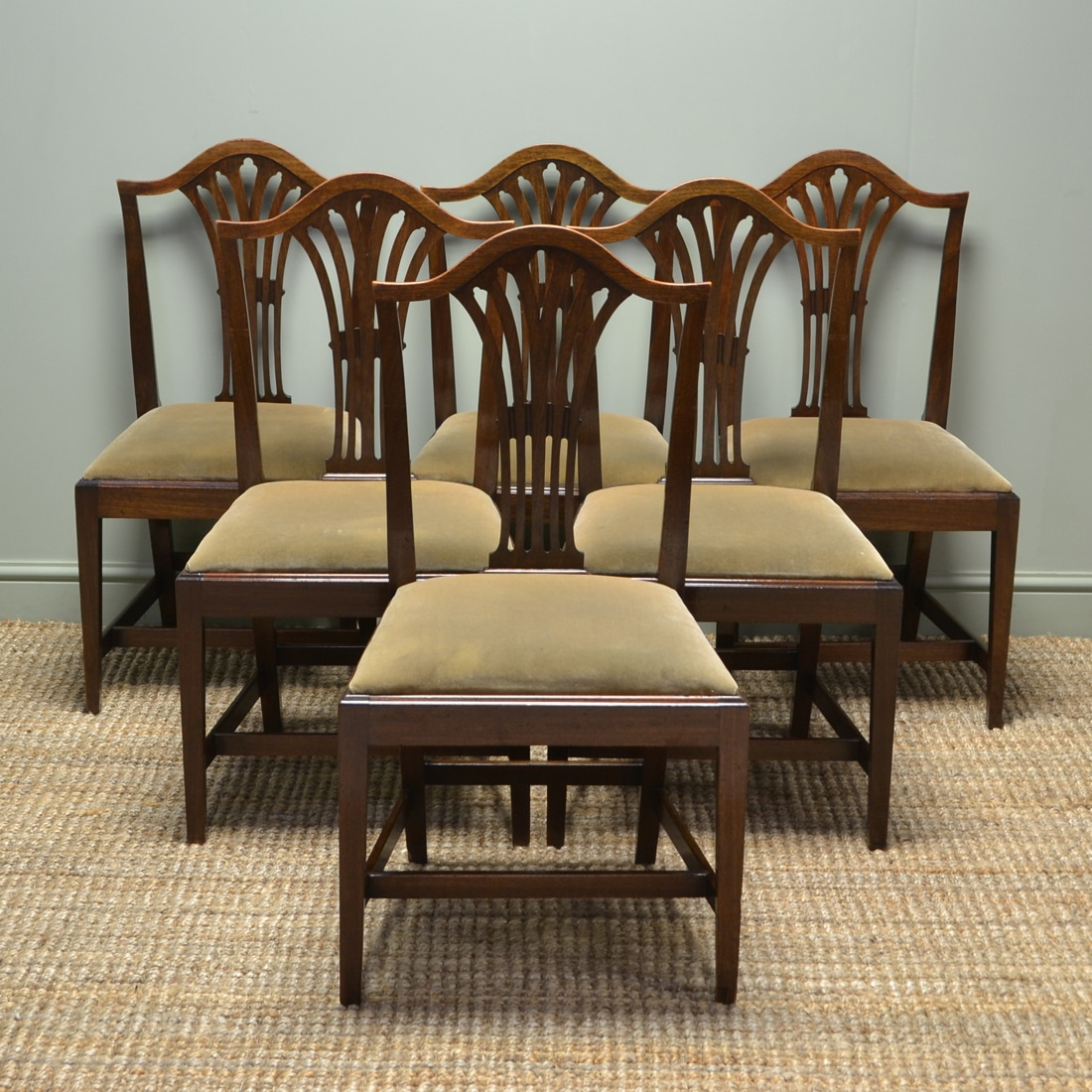 Antique Dining Table Styles and Types