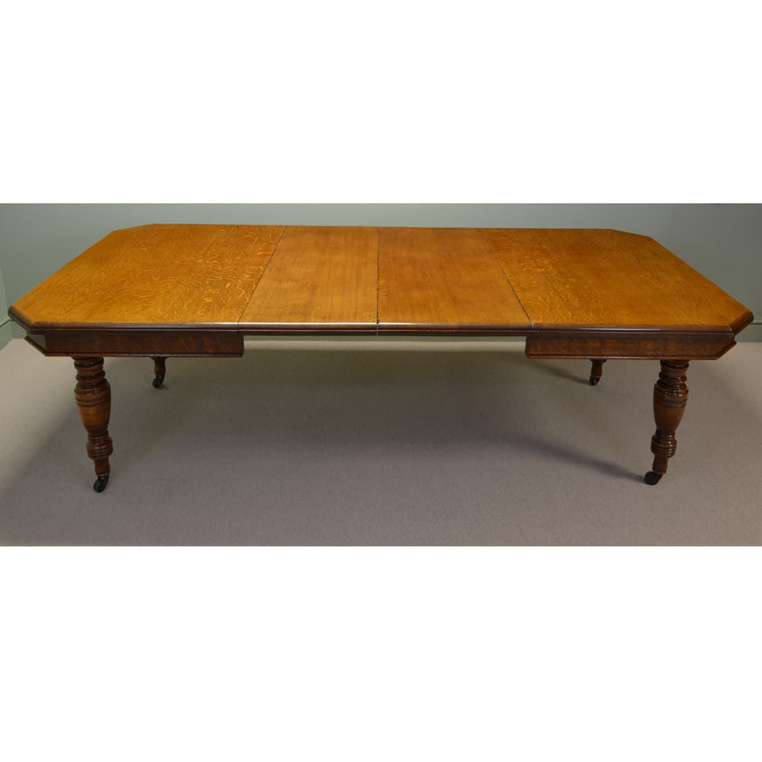 Large victorian oak antique extending dining table for Massive dining table