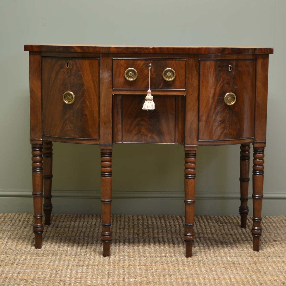 fine quality small mahogany antique georgian sideboard antiques world. Black Bedroom Furniture Sets. Home Design Ideas