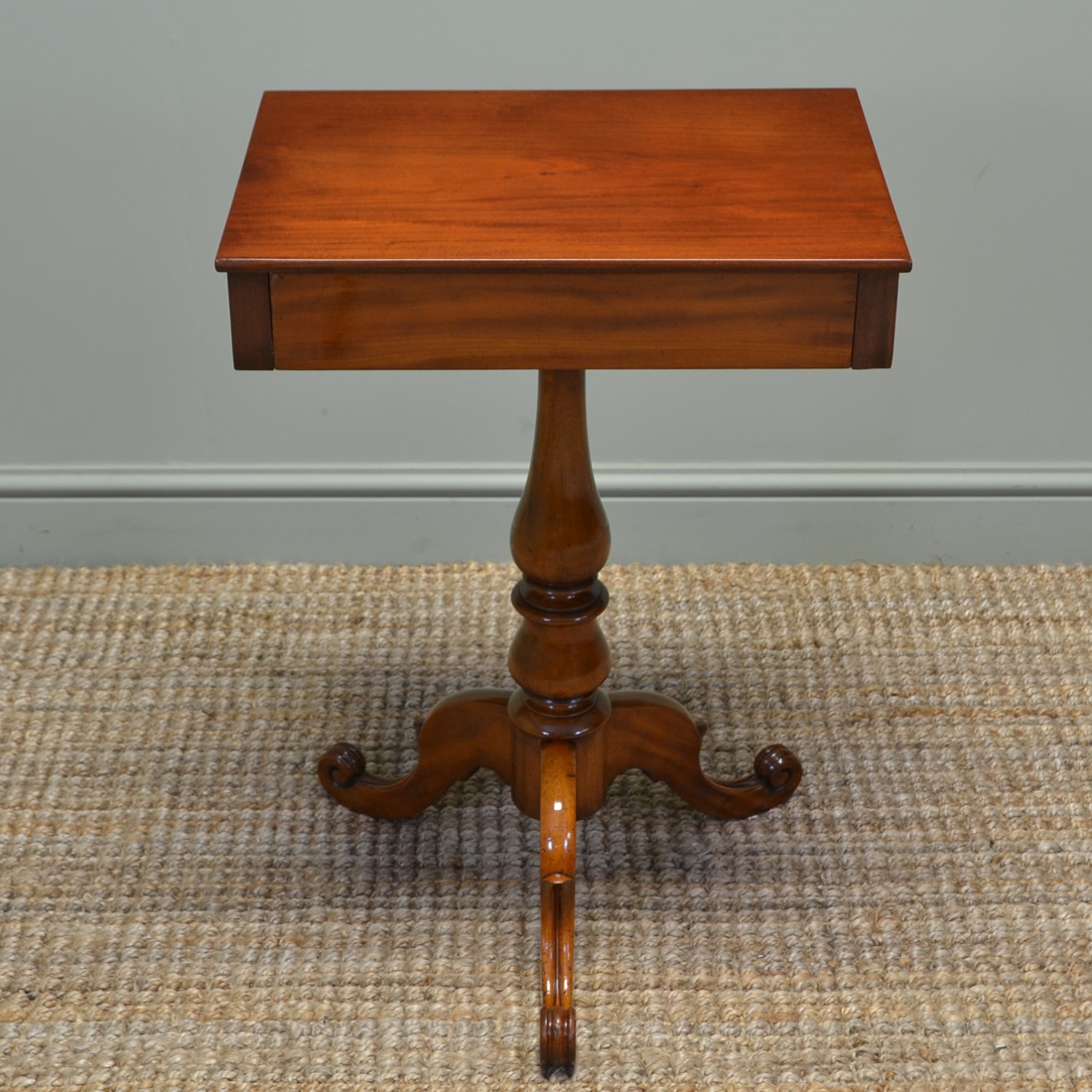 Elegant victorian mahogany antique occasional side lamp table antiques world - Vintage pieces of furniture old times elegance ...