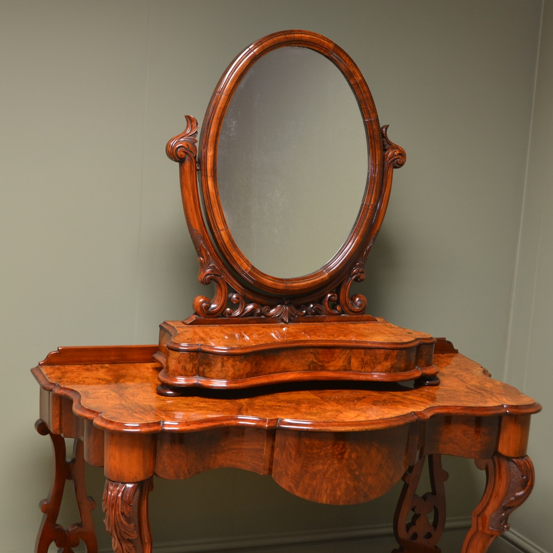 Victorian dressing table - Spectacular Golden Walnut Victorian Antique Dressing Table