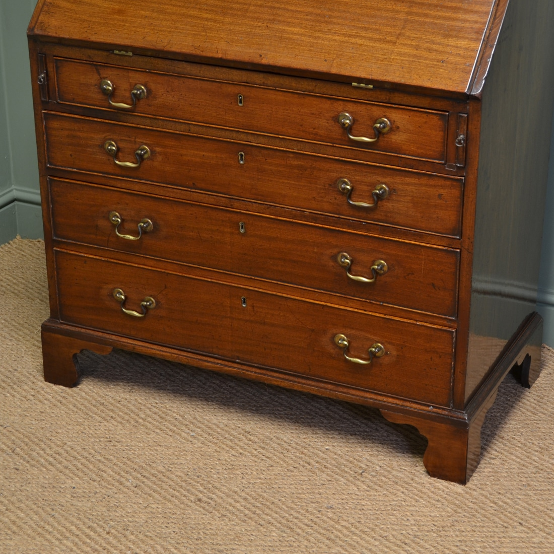 Small georgian mahogany antique bureau antiques world for Bureau antique