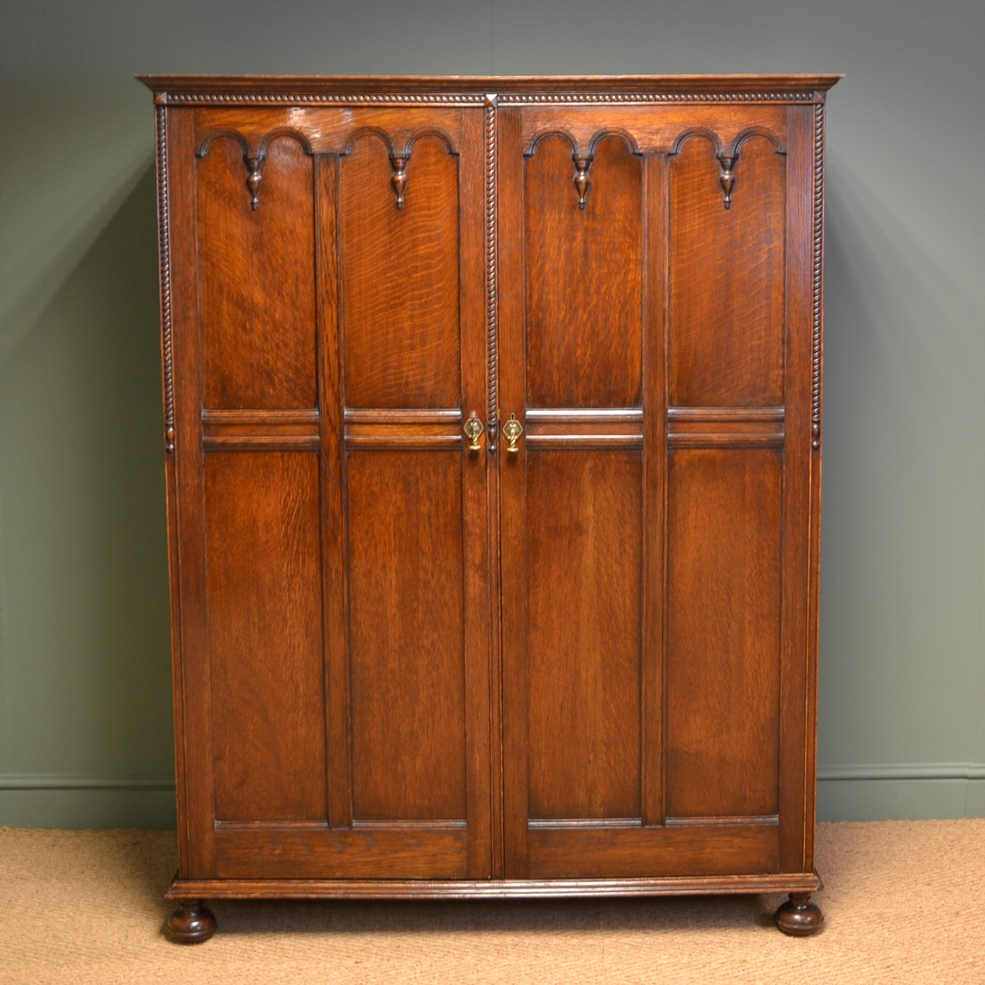 quality waring and gillows edwardian solid oak antique. Black Bedroom Furniture Sets. Home Design Ideas