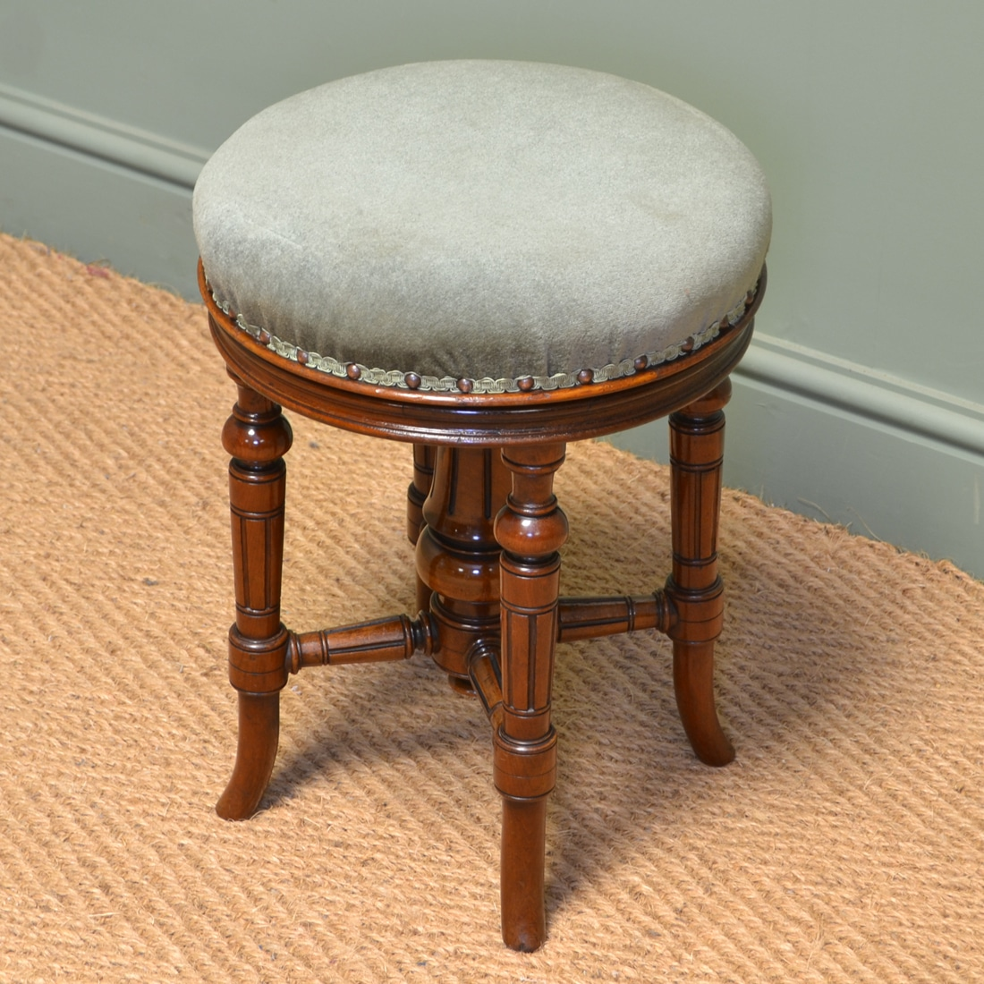 Quality Victorian Walnut Antique Revolving Stool