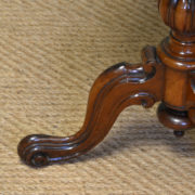 Stunning Quality Victorian Mahogany Antique Occasional / Lamp Table