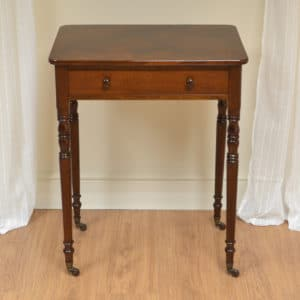 Elegant Victorian Figured Mahogany Antique Occasional Table / Side Table