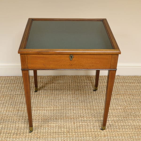 https://antiquesworld.co.uk/antique-bijouterie-tables/