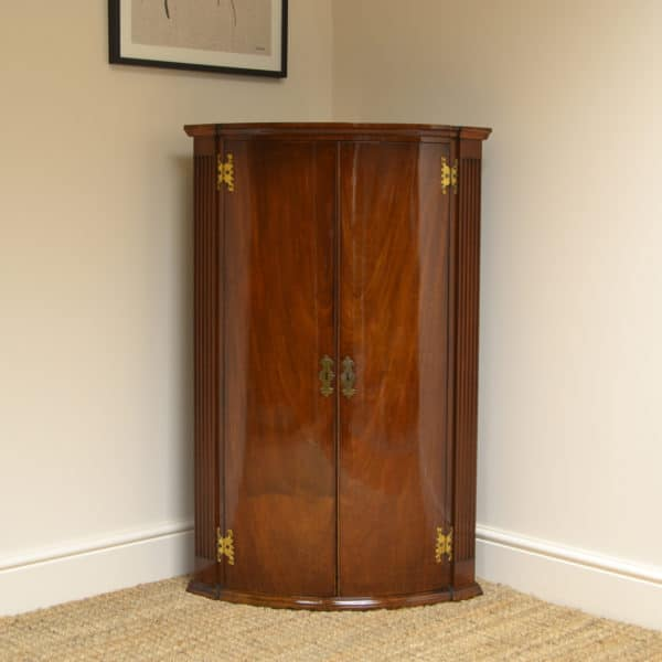 Fine Quality Georgian Bow Fronted Antique Corner Cabinet